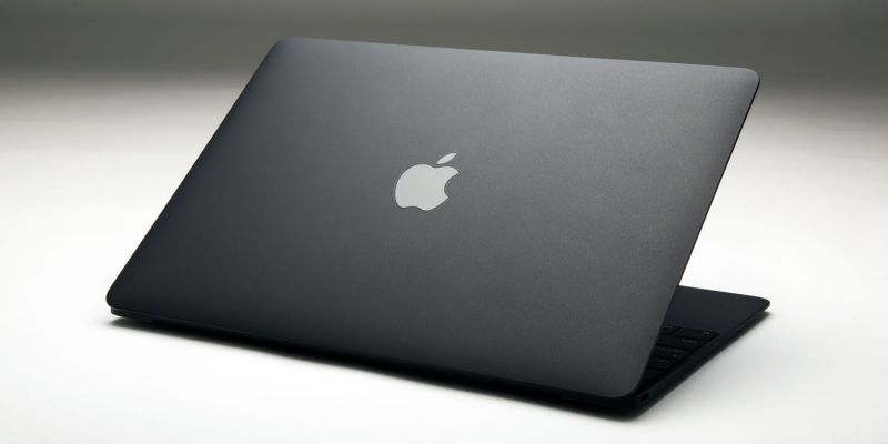 Cum arată noul MacBook Air, primul din serie care are ecran Retina